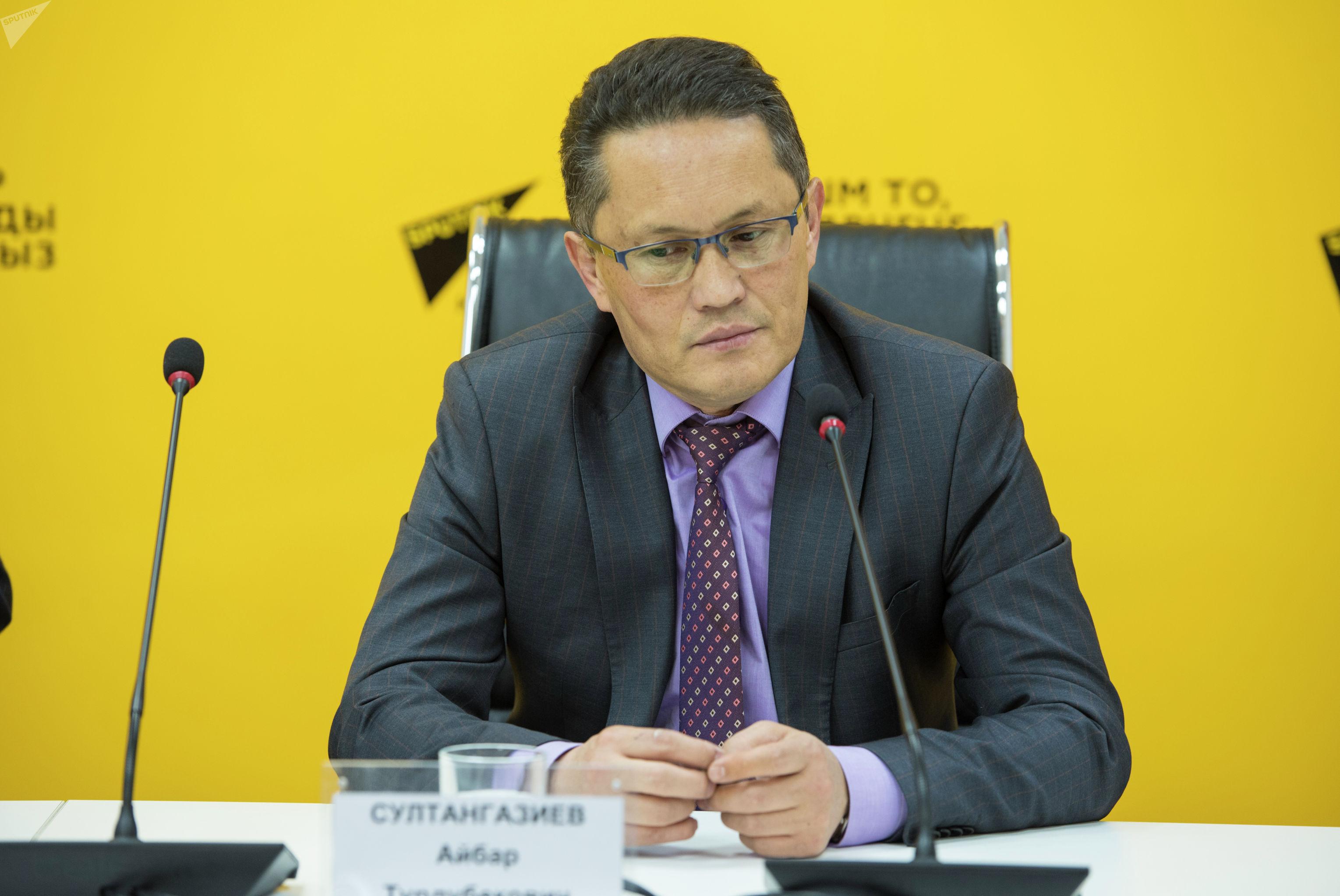 Исполнительный директор ассоциации Партнерская сеть Айбар Султангазиев на пресс-конференции в пресс-центре Sputnik Кыргызстан