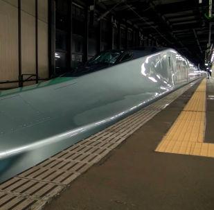 Состав уже проходит первые испытания на железнодорожном полотне дважды в неделю в ночное время.