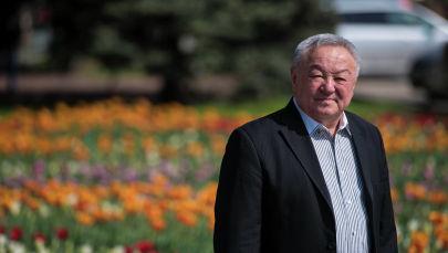 Экс-глава ГСИН, генерал-майор Шейшенбек Байзаков во время беседы