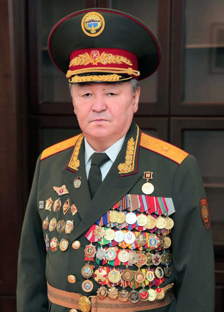 Генерал-майора Шейшенбек Байзаков в форме