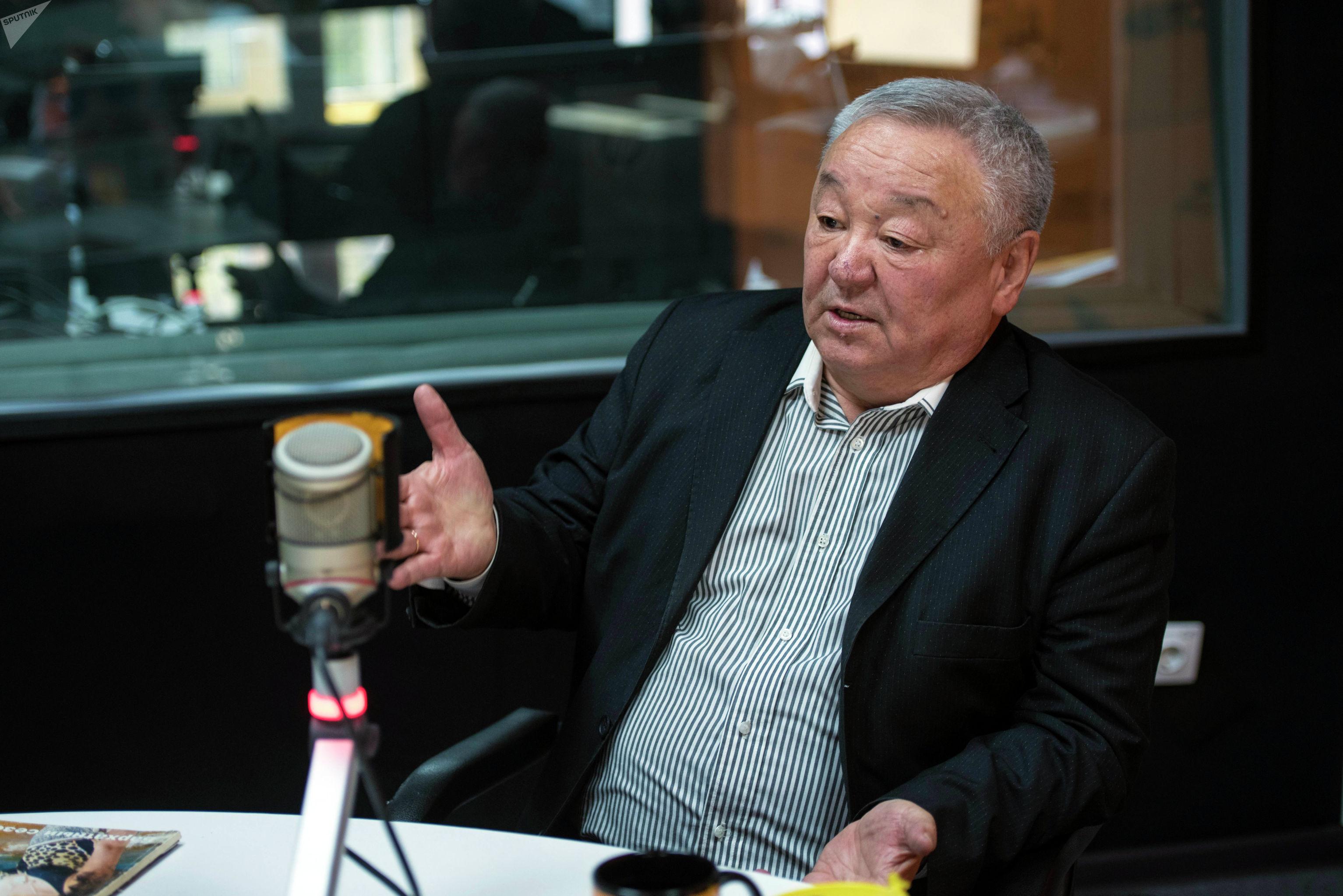 Экс-глава ГСИН, генерал-майор Шейшенбек Байзаков во время беседы на радио Sputnik Кыргызстан