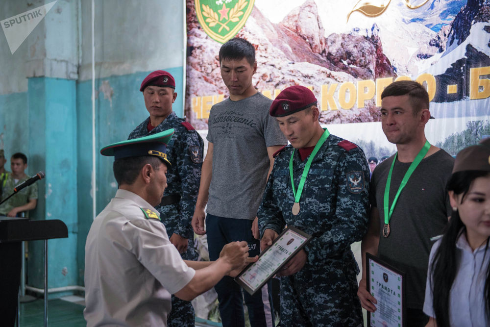 Жеңүүчүлөр медаль жана дипломдор менен сыйланды.