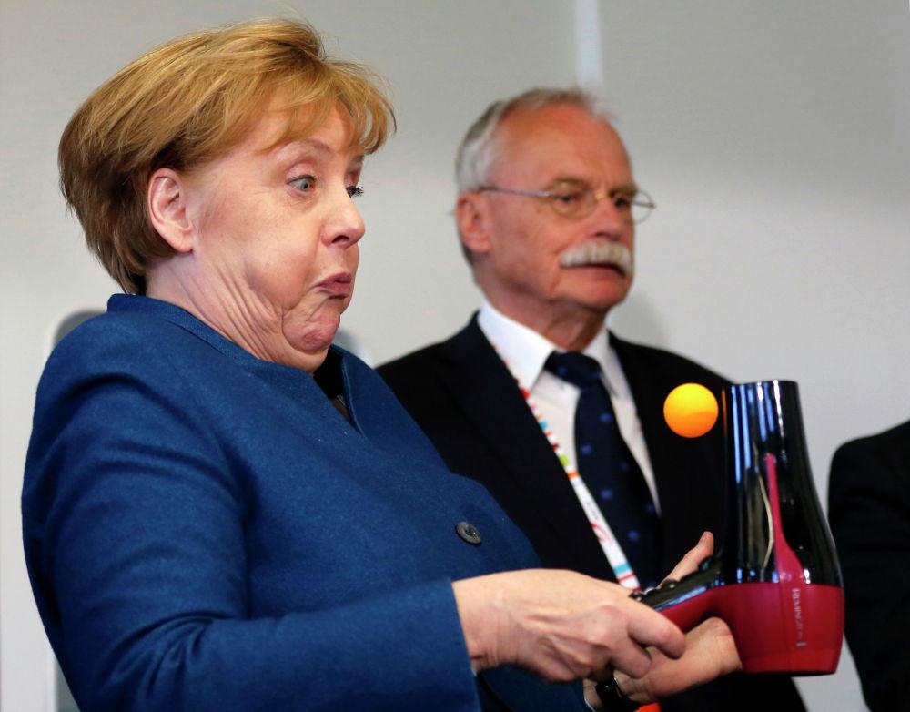 Канцлер Германии Ангела Меркель в Юниорском университете в Вуппертале