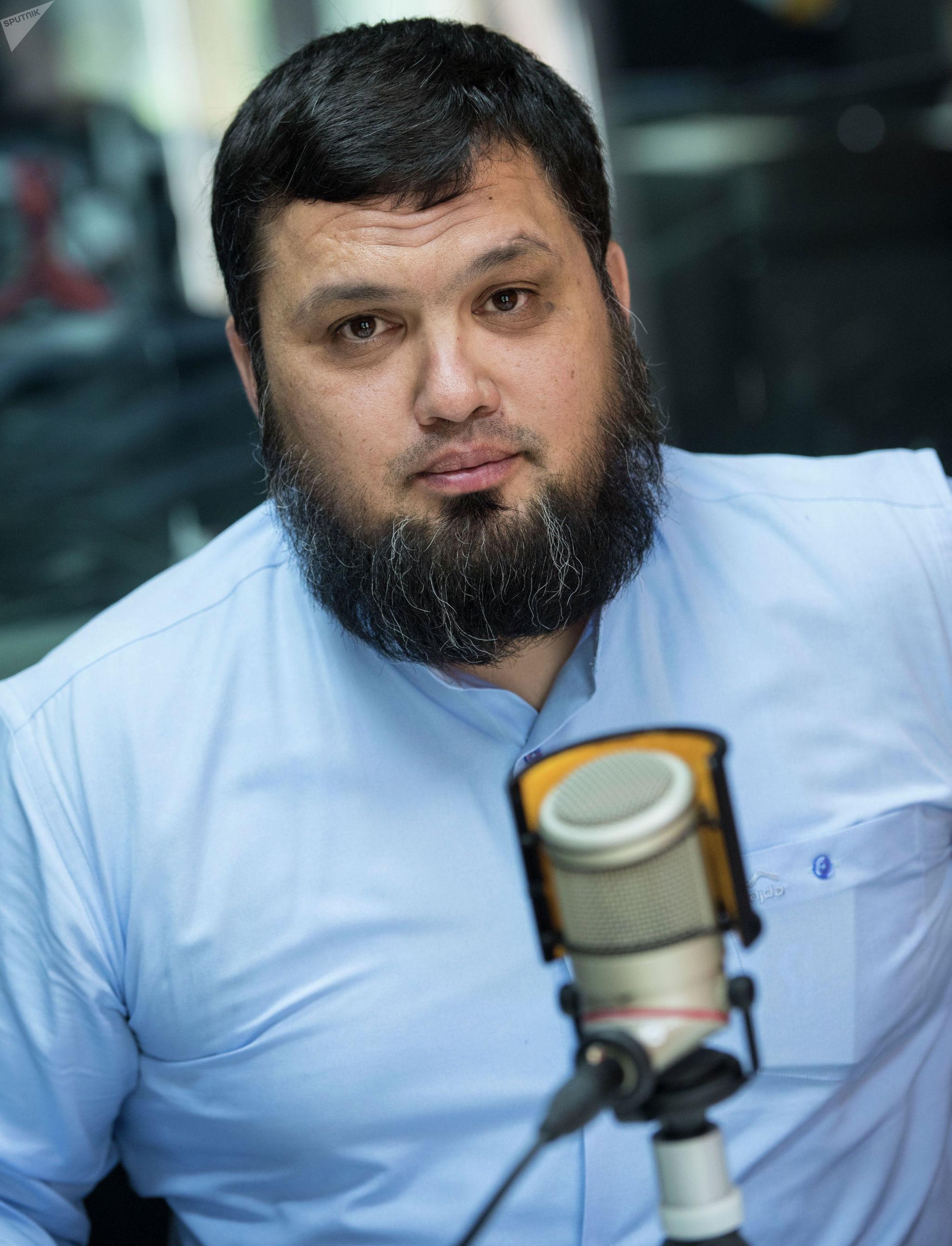 Бизнесмен Азиз Исмагамбетов во время интервью