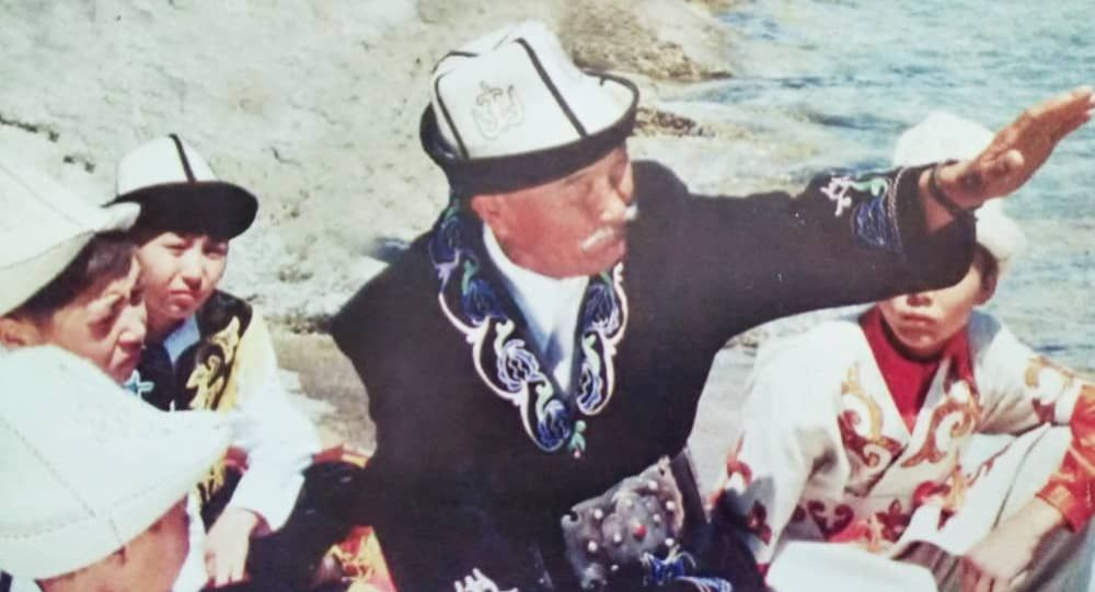 Кыргызский манасчи Шаабай Азизов