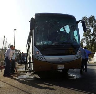 Поврежденный после взрыва автобуса с туристами в Каире. 19 мая 2019 года
