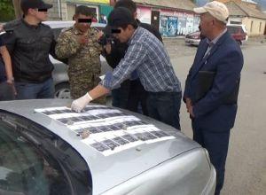 Ат-Башы райондук аскер комиссариатынын бөлүм башчысы 30 миң сом пара алып жаткан учурунда кармалды