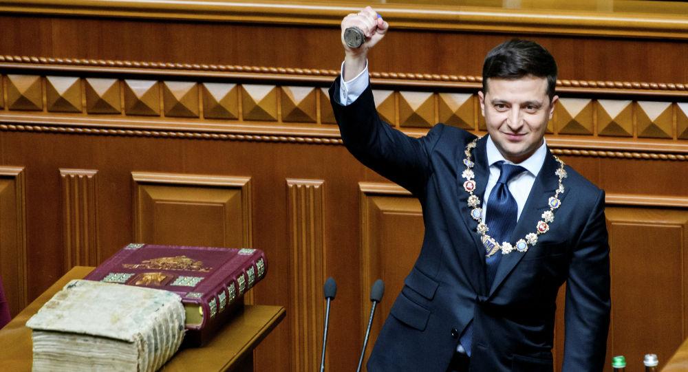 Избранный президента Украины Владимир Зеленский на церемонии инаугурации в Киеве