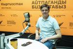 Ведущий, резидент Жарайт City Марат Бадретдинов во время беседы на радио Sputnik Кыргызстан