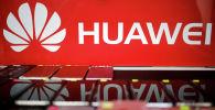 Логотип Huawei в магазине мобильных телефонов в Сингапуре. 21 мая 2019 года
