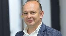Член Национального делового клуба Ринат Камиев во время беседы