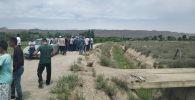 Бүгүн, 22-майда, Баткен облусуна караштуу Баткен районунун Кара-Бак айылында тажик чек арачыларына нааразы болгон эл топтолууда