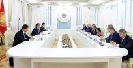 Президент КР Сооронбай Жээнбеков встретился с министрами иностранных дел государств-членов ШОС, прибывших в Кыргызстан для участия в заседании Совета министров иностранных дел ШОС.