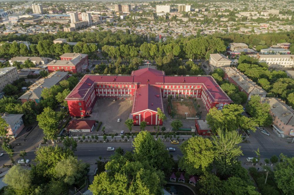 Главный корпус Ошского государственного университета (ОШГУ)