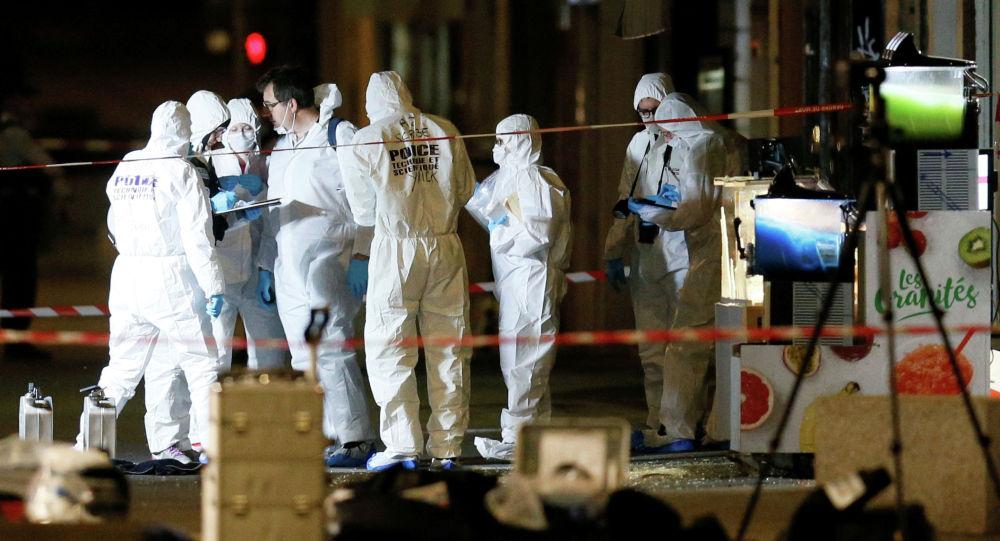 Судмедэксперты осматривают место взрыва в центре Лиона, Франция, 24 мая 2019 года