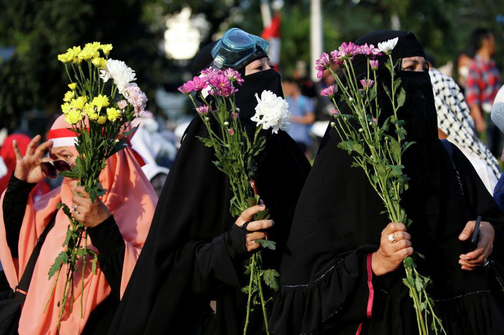 Индонезийские женщины во время акции протеста после объявления результатов президентских выборов в Джакарте. Индонезия.