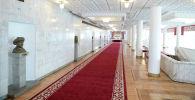 Фойе Кыргызской национальной филармонии им. Т. Сатылганова в Бишкеке
