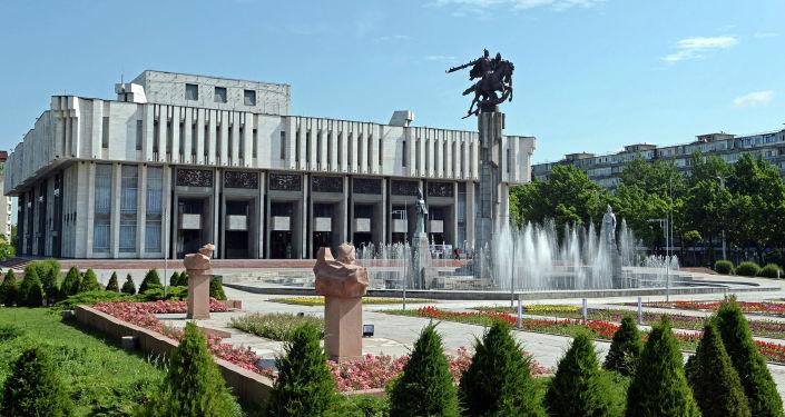 Здание Кыргызской национальной филармонии им. Т. Сатылганова в Бишкеке