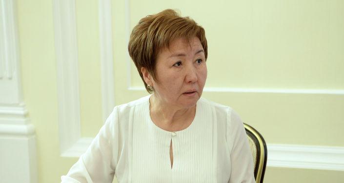 Председатель Верховного суда Кыргызской Республики Гульбара Калиева во время встречи с президентом Кыргызстана.