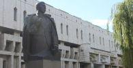 Здание национальной библиотеки КР имени Алыкула Осмонова в Бишкеке