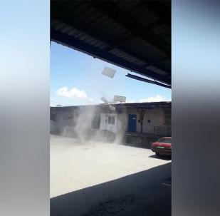 Очевидцы сняли на видео, как в столице образовался смерч, а также, какие разрушения он принес.