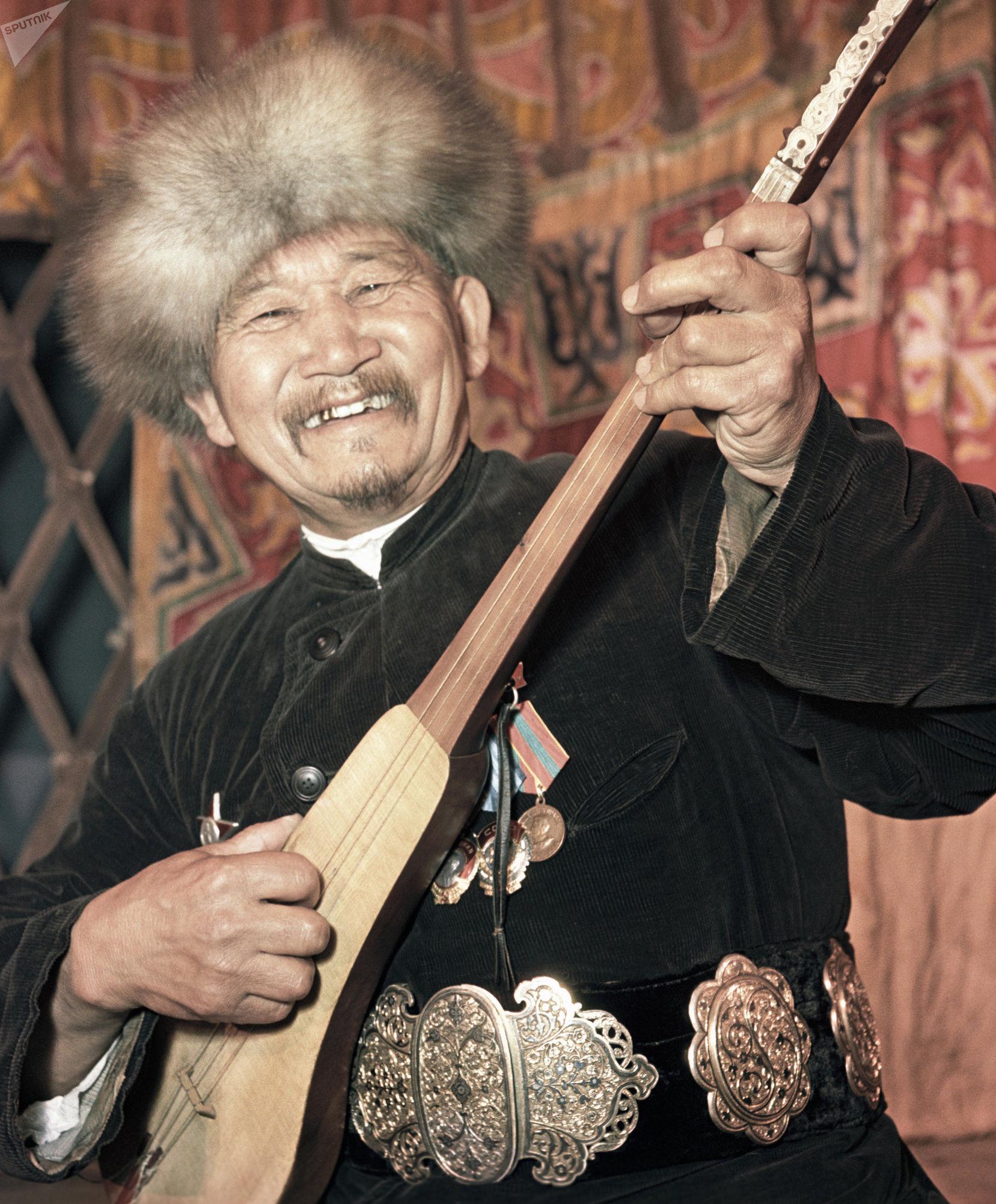 Акын Алымкул Усенбаев