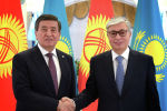 Глава Казахстана Касым-Жомарт Токаев встретился с президентом Кыргызской Республики Сооронбаем Жээнбековым в Нур-Султан