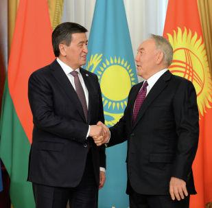 Казакстандын биринчи ажосу Нурсултан Назарбаев Кыргызстан президенти Сооронбай Жээнбеков менен жолукту
