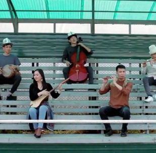 Ансамбль Мурас исполнил гимн Лиги чемпионов по футболу на кыргызских инструментах.