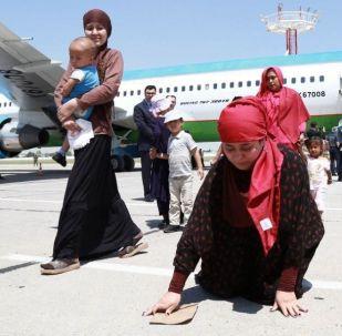 Возвращение на родину граждан Узбекистана у из зоны вооруженных конфликтов на Ближнем Востоке. 30 мая они прилетели в столицу специальным рейсом.