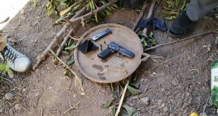 Обнаруженный пистолет у задержанного по подозрению в попытке ограбления филиала одного из банков