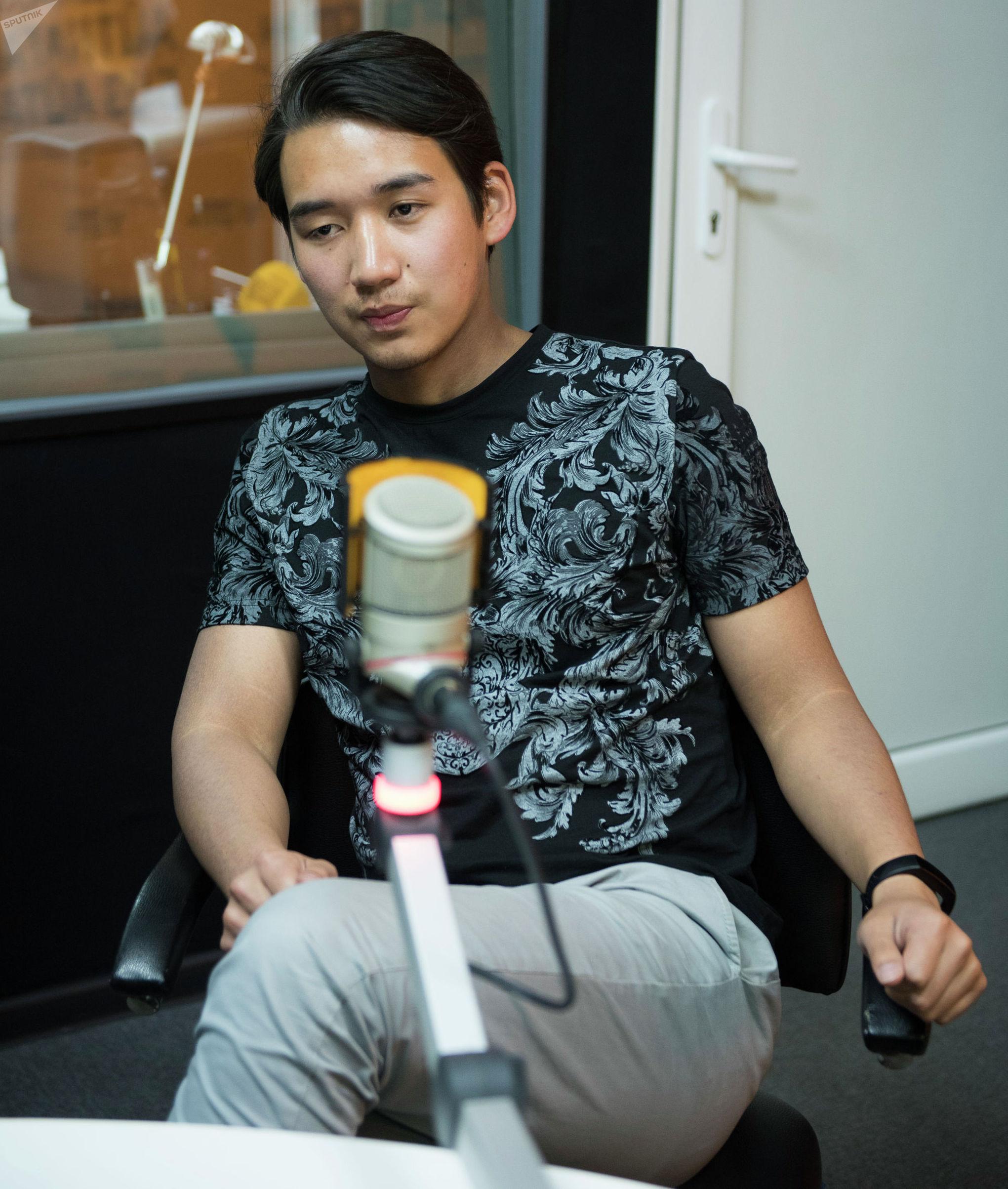 Предприниматель Бакыт Алымжан уулу во время интервью на радиостудии Sputnik Кыргызстан