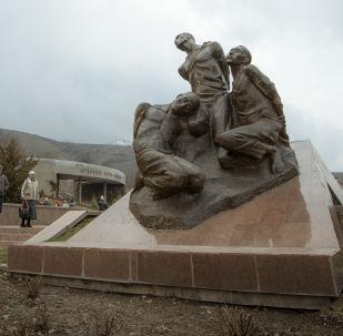 Мемориальный комплекс Ата-Бейит в селе Чон-Таш. Архивное фото