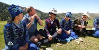 В минувшем месяце ведущий популярного кулинарного телешоу Поедем! Поедим! Джон Уоррен побывал в Кыргызстане и снял о стране выпуск.