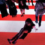 Америкалык дизайнер Александр Вандын коллекциясын көрсөткөн модель, Нью-Йорк