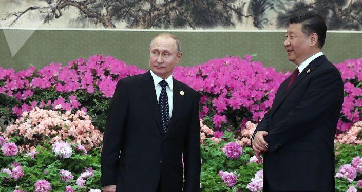 Президент РФ Владимир Путин и председатель Китайской народной республики (КНР) Си Цзиньпин. Архивное фото