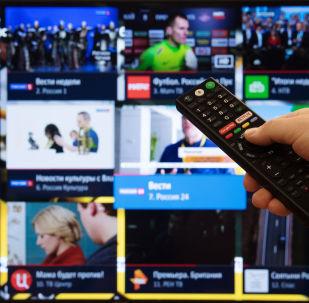 Экран телевизора с изображением телевизионных каналов. Архивное фото