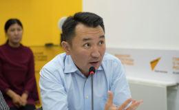 Генеральный директор телеканала НТС Миржан Балыбаев на круглом столе в мультимедийном пресс-центре Sputnik Кыргызстан