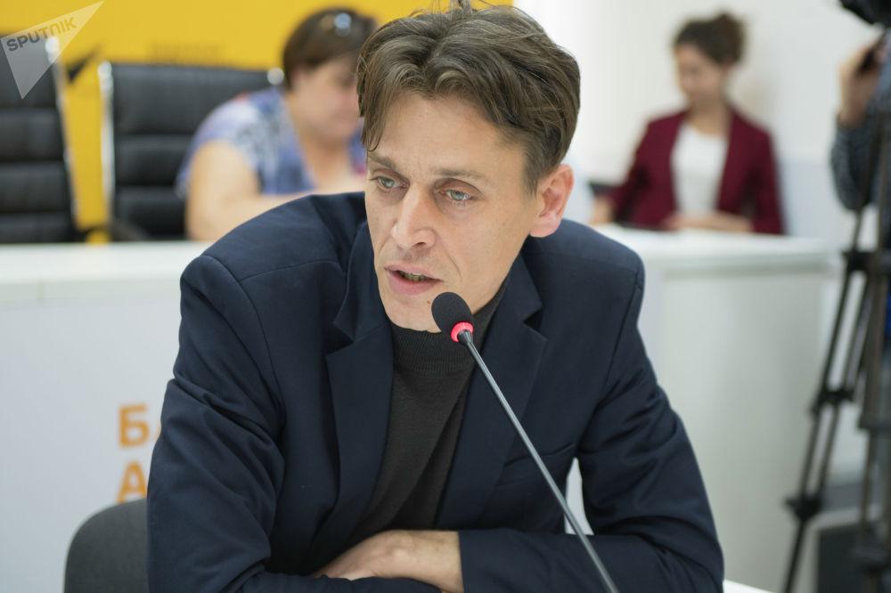 Директор телеканала Апрель Дмитрий Ложников