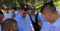 4-июнда калаа башчысы Азиз Суракматов Ак кула ат майданы менен паркты барып көргөн.