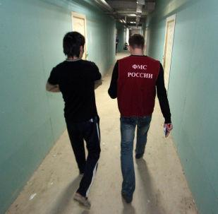Россиянын миграция кызматынын текшерүүсү. Архивдик сүрөт