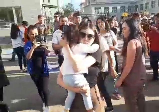 Экс-генпрокурор Аида Салянова арестована до 26 июня по решению Первомайского райсуда Бишкека. После заседания суда ее повезли в СИЗО №1.