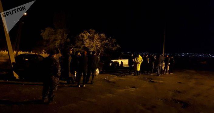 Сотрудники милиции патрулируют село Орок Сокулукского района после конфликта между местными жителями