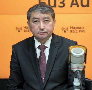 Ректор Кыргызского государственного университета И. Арабаева Толобек Абдрахманов во время беседы на радио Sputnik