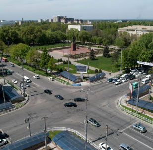 Автомобильное движение на пересечении улицы Байтик-Баатыра и проспекта Чуй в центре Бишкека. Архивное фото