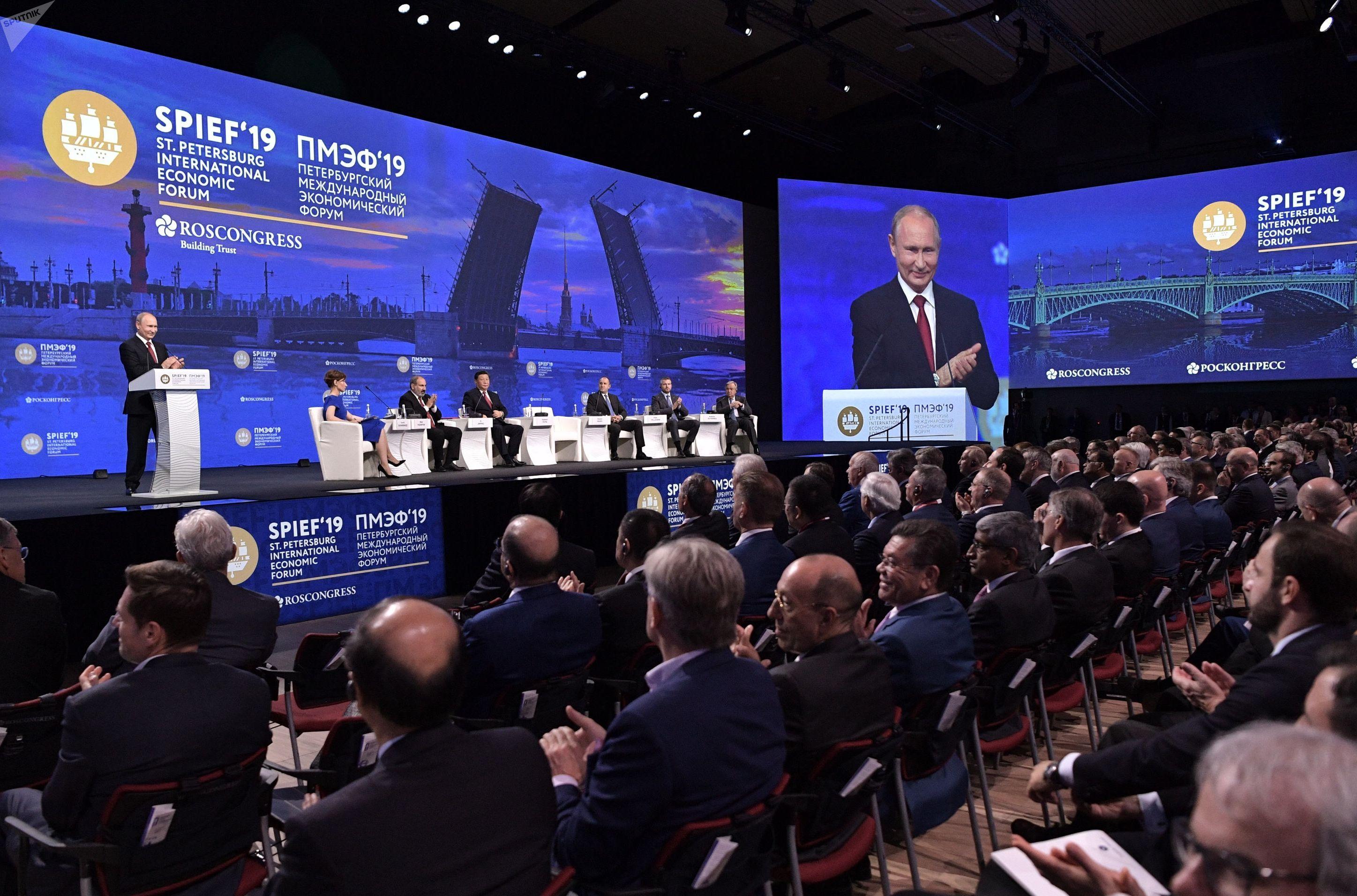 Президент РФ Владимир Путин выступает на пленарном заседании Петербургского международного экономического форума 2019 (ПМЭФ-2019) в конгрессно-выставочном центре Экспофорум.