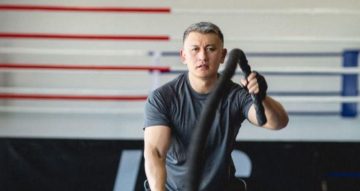 Депутат ЖК Исхак Пирматов в спортивном зале. Архивное фото