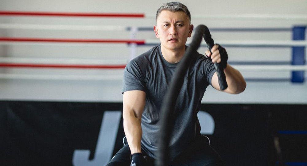 Спорт залындагы ЖК депутаты Исхак Пирматов. Архив