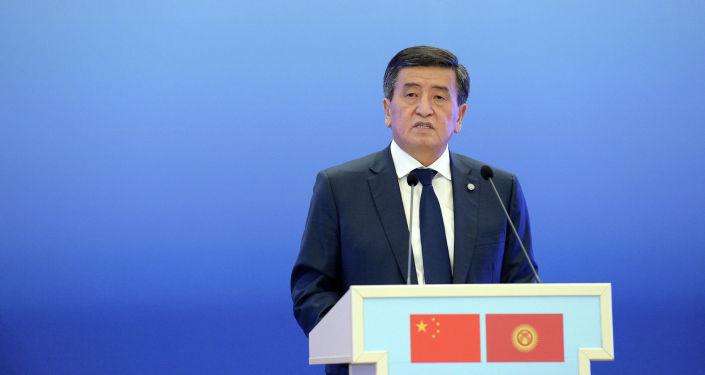 Президент Кыргызстана Сооронбай Жээнбеков презентовал книгу председателя Китайской Народной Республики Си Цзиньпина О государственном управлении на кыргызском языке