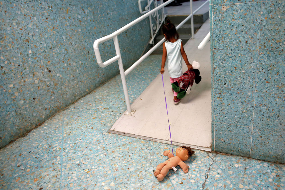 Ребенок в техасском Ларедо в католическом приюте, который предоставляет временное убежище людям из стран Центральной Америки
